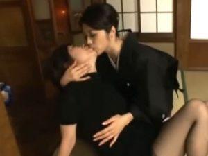 【熟女レズ動画】未亡人の三十路妻が旦那の義妹である若奥様に欲情し痴女って無理矢理キスをする…