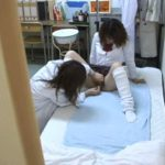 【盗撮レズ動画】白ギャル女子校生が身体検査でビアンの美人女医に痴女られる瞬間を撮影!