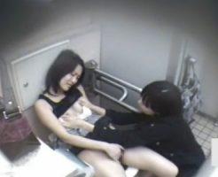 【オナニーレズ動画】素人のビアンカップルが駅の公衆トイレで自慰行為してる生々しい盗撮映像