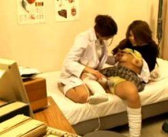 【盗撮レズ動画】保健室で美人女医が巨乳の黒ギャルJKと電マを使った保険医とレズSEXする姿を隠し撮り