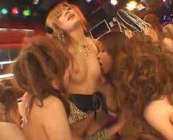 【乱交レズ動画】黒ギャルのビアン集団がクラブで手マンやクンニに貝合わせと大乱交セックス!