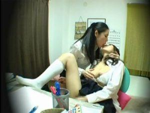 【盗撮レズ動画】痴女な美熟女のビアン家庭教師が教え子のロリJKをレズレイプで犯す瞬間を激撮!