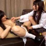 【JKレズ動画】制服姿の貧乳女子校生がローターを使って互いのマンコを愛撫し着衣SEXを楽しむ