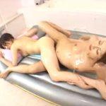 【風俗レズ動画】ショートカットのボイなビアン少女が女性向けソープランドで熟女な貧乳嬢にイカされる!
