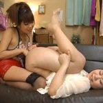 【アナルレズ動画】女性向けソープの楽屋で巨乳のビアン風俗嬢がアナルパールで同僚を二穴責め