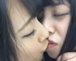 【女子校生Vineレズ動画】ショートカットのボイなロリJKがソフトレズプレイをSNSに上げてたゾww