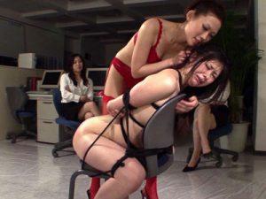【SMレズ動画】新人の人妻OLがビアンな先輩女性社員たちにオフィスで緊縛され調教レイプで犯される