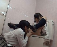 【JKレズ動画】女子校生のビアンカップルが学校の個室トイレで制服姿のまま着衣SEXで大胆レズプレイ