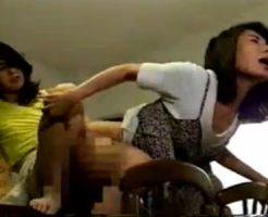 【人妻レズ動画】変態熟女の団地妻が欲求不満から隣人の三十路奥様をペニバンSEXでレズる!