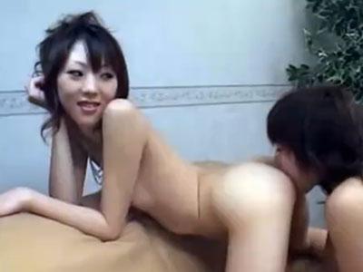 【SMレズ動画】ドSな白ギャルの女王様が美尻を突き出し性奴隷のM女にアナル舐め調教する