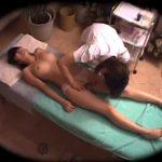 【マッサージレズ動画】オイルエステで素人の巨乳娘がビアン整体師のエロテクにイキまくる