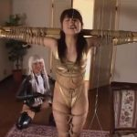【SMレズ動画】アニメコスプレした女王様に緊縛されエッチな水着姿で調教されるドMお姉さん