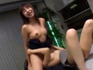 【OLレズ動画】美巨乳な女性社員のビアンカップルがオフィスで顔面騎乗クンニし悶絶イキ