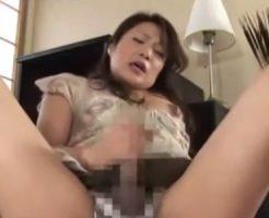【ふたなりレズ動画】巨根なペニクリ生えた熟女母がオナニーでは満足出来ず近親相姦レズSEX