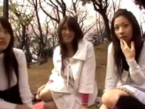 【レズ動画】シロウト☆初めての「レズベロチュー」!女同士でレロレロwww