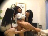 【レイプレズ動画】愛娘をイジメた女子校生を自宅に連れ込み3Pでレズレイプし制裁を咥える熟女母!