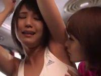 【痴漢レズ動画】学校帰りのロリJKがバスの車内で部活の顧問にレズレイプされワキを舐められる